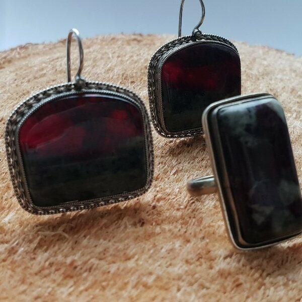 Натуральный камень кольцо и серьги лопарская кровь от трудностей